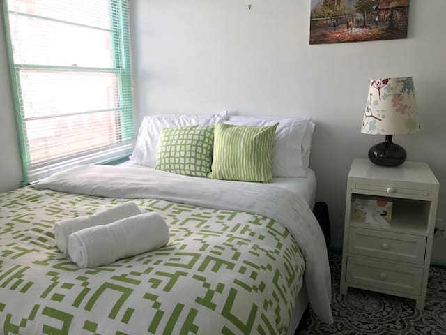 Green : Beverly Private Bedroom