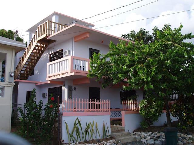 Casa Jenny...(Upstairs Unit)...Malecon close-by