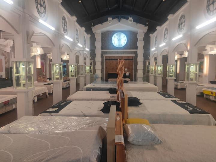 全台唯一床墊體驗館  選對床讓你一夜好眠  後方有烤肉區 Bed and Mattress Hall