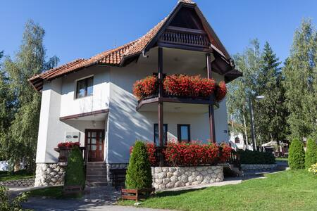Zlatiborski biser Crveni apartman - Златибор