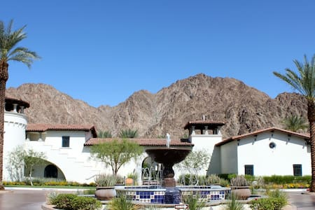 Upgraded 3Bd/3Ba Villa on the Paseo with Fountain Views - Upper C75 - La Quinta