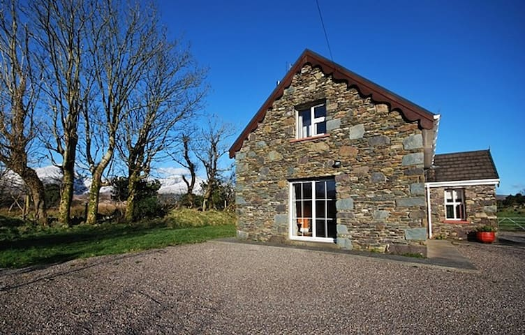 MOUNTAIN VIEW - Spacious 3 Bed, Social Space! - Kerry - Hus