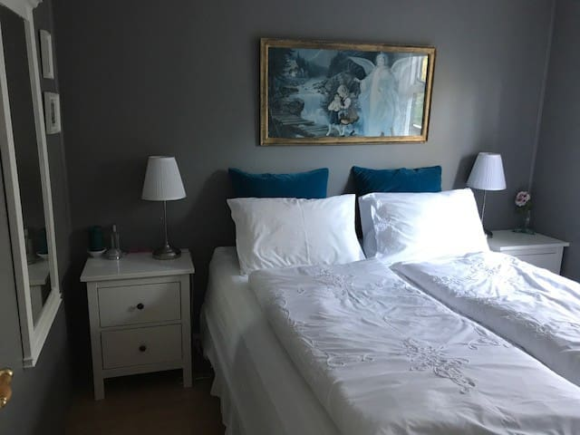 Comfortable queen size bed with quality linen