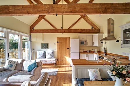 Idyllic Farm Cottage Retreat - Kingfisher Cottage