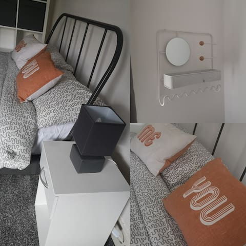 Quirky Artists Home (private room, kingsize bed)