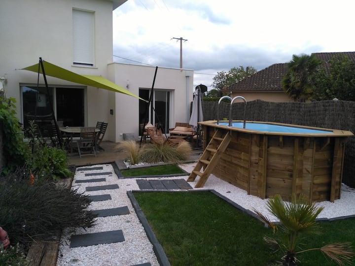Bienvenus chez nous (chambre, piscine et spa)