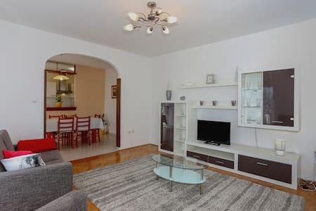 Apartment Antonio - Kaštel Gomilica