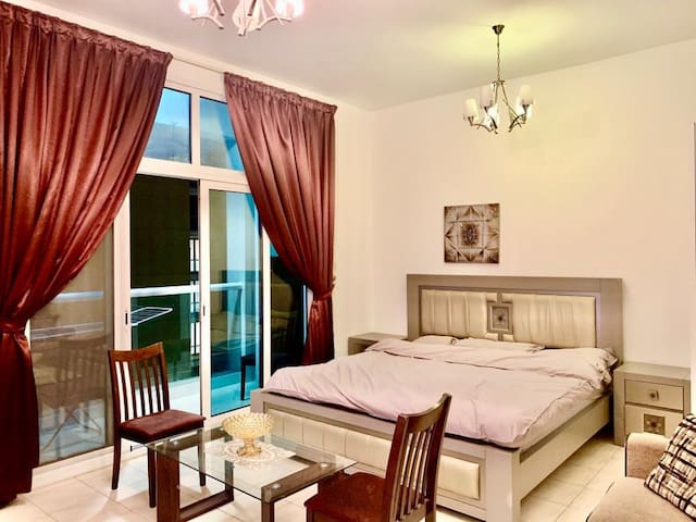 EXECUTIVE  FURNISHED PRIVATE ROOM CLOSE TO METRO