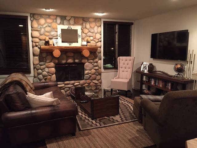 Cozy and sunny bedroom in Snowmass! - Snowmass Village - Flat