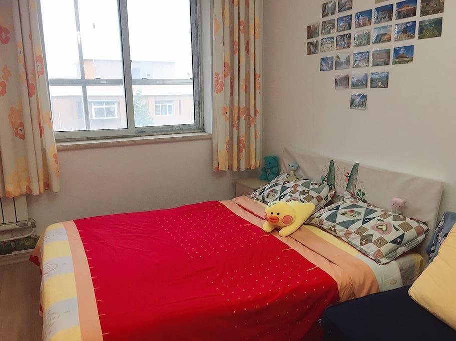 主卧照3-双人床,窗户朝南,黄金楼层,采光极好