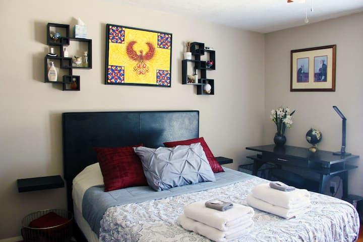 Luxury Villa Dallas: 10 min from DT 2 bd + 1 ba
