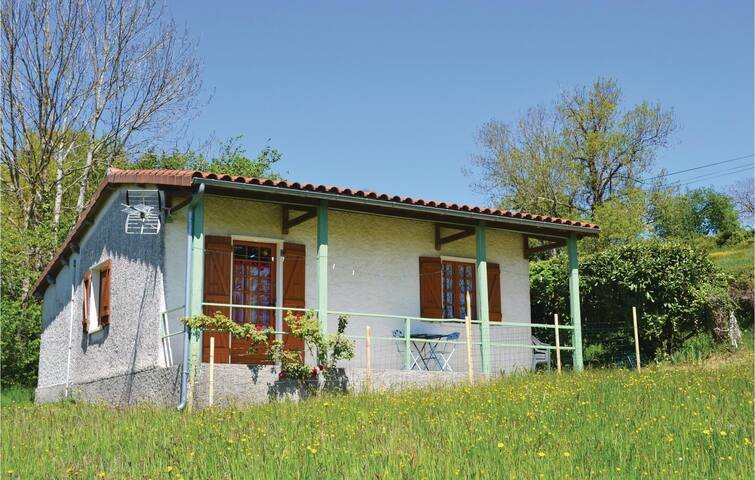 Holiday cottage with 2 bedrooms on 35 m² in St. Bressou