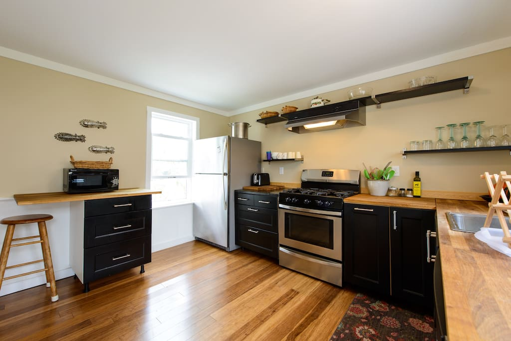 Lots of space in the kitchen, featuring also a microwave
