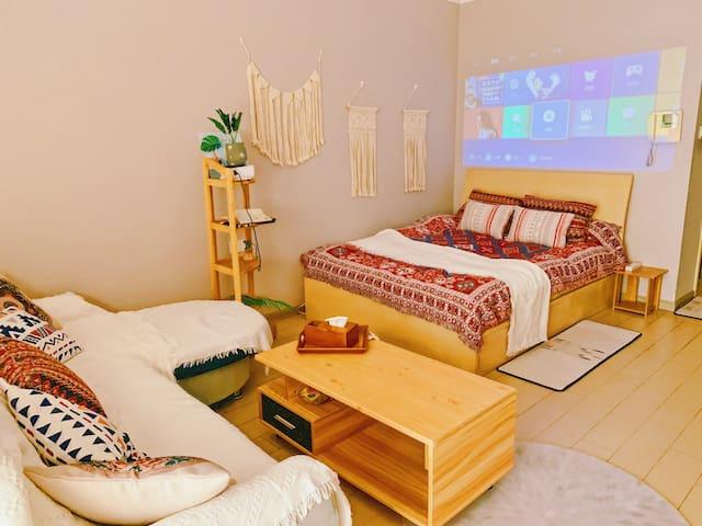 欧美乡村风wifi投影公寓,交通生活皆便利,直达珠海中山,自助入住保障隐私