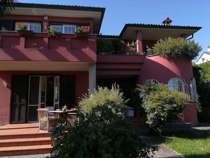grazioso alloggio open space  in villa