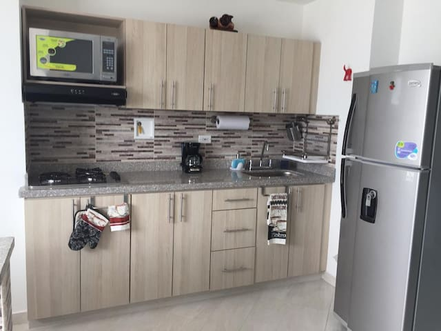 New Apt close to Mallorca shopping mall and metro.