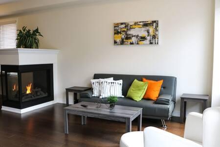 AURORA  BRAND NEW 4 BEDROM  3.5 BATHS TOWNHOUSE