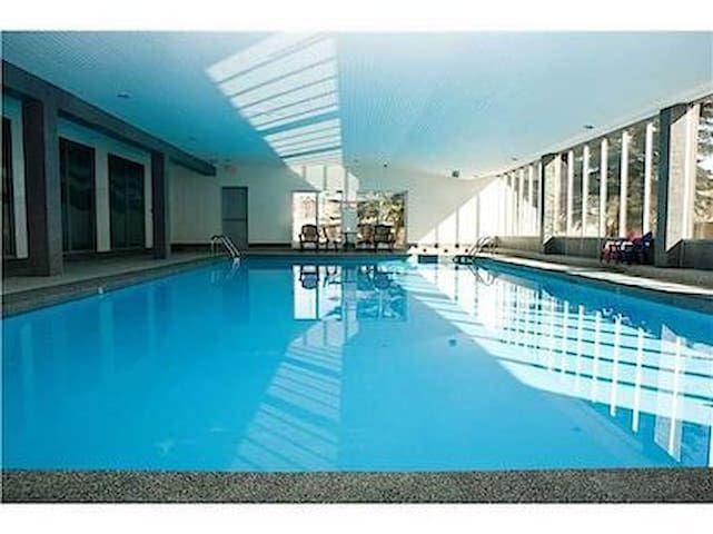 Apartment with Pool - Calgary - Flat