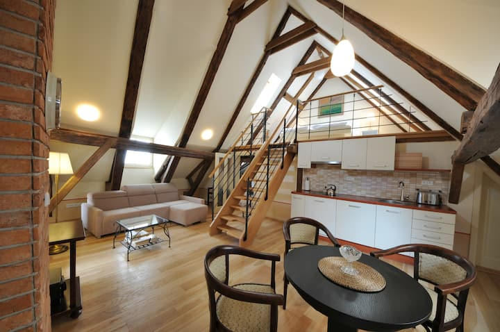 Attic apartment for 4 people near the castle