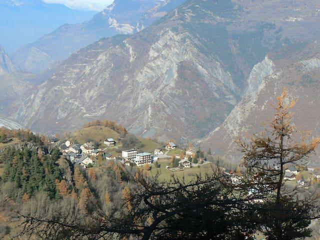 vue village maison en bas à droite