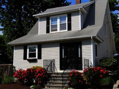 Cozy Spacious Ideally Located Home - Bridgeport - Huis