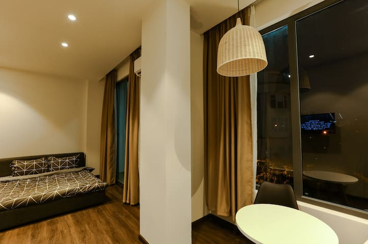 ★BALCONY COZY & COMFY★ APT☀1 min to VINCOM PLAZA★