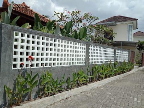 Daksinapura Guesthouse, sleeps 6