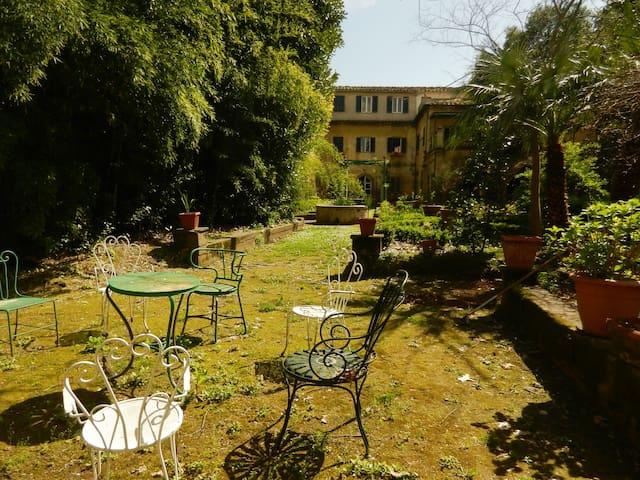 Grande casa con giardino, centro storico - ปิซ่า - บ้าน