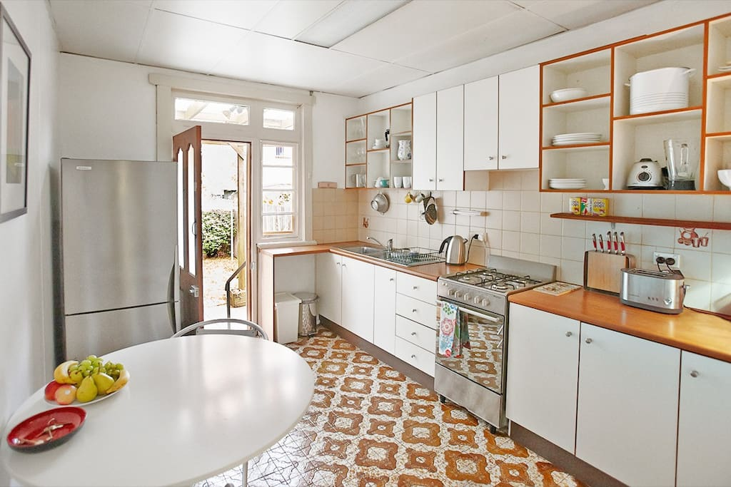 Eat in, character kitchen, fully equipped.