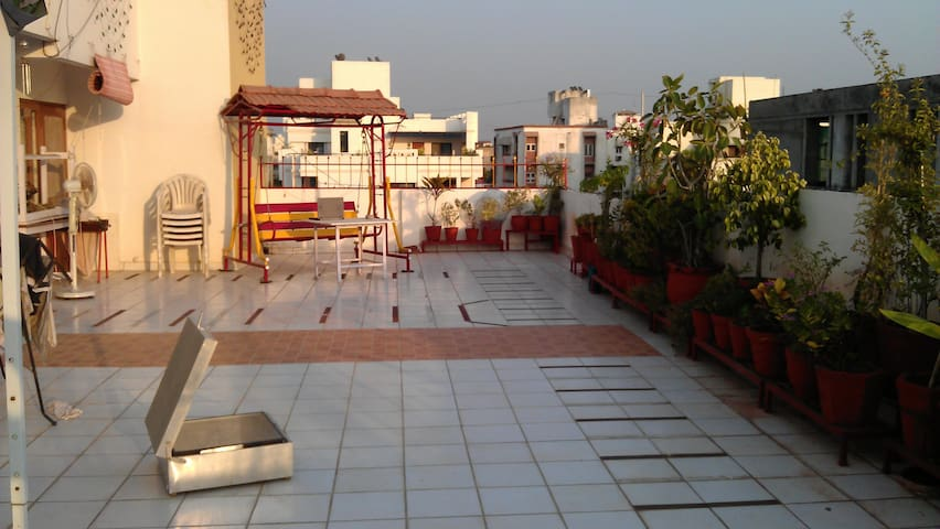 Central Vadodara en-suite bath+toilet