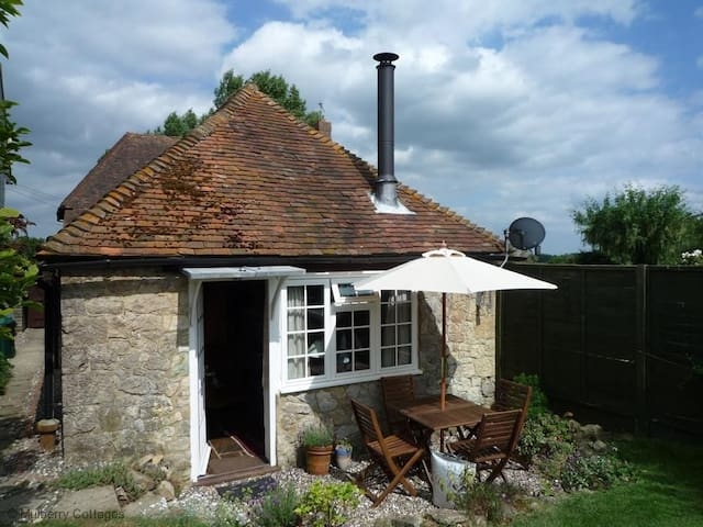 Stunning Cottage in Egerton, Kent -  Egerton - House