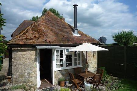 Stunning Cottage in Egerton, Kent -  Egerton - House