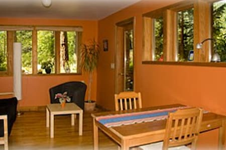 Featherstone Escape Bed & Breakfast - Bowen Island - Bed & Breakfast