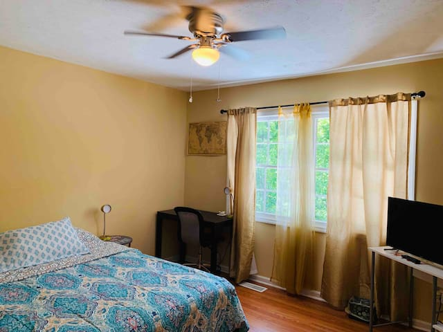 Cozy Room In 5 Points, close to UGA,No xtra fees