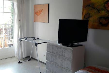 lovely room in a lovely flat :)