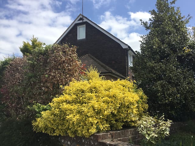 Weald Cottage (offers two rooms listed separately)