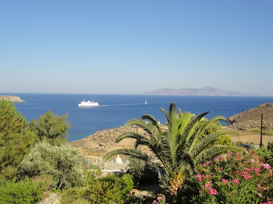 Magic view of the boat and Sifnos.