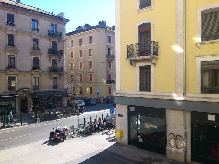 Whole FLAT equipped in Plainpalais-city center!:)