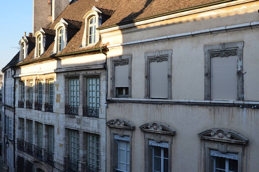 l 39 appart apartments for rent in beaune burgandy france. Black Bedroom Furniture Sets. Home Design Ideas