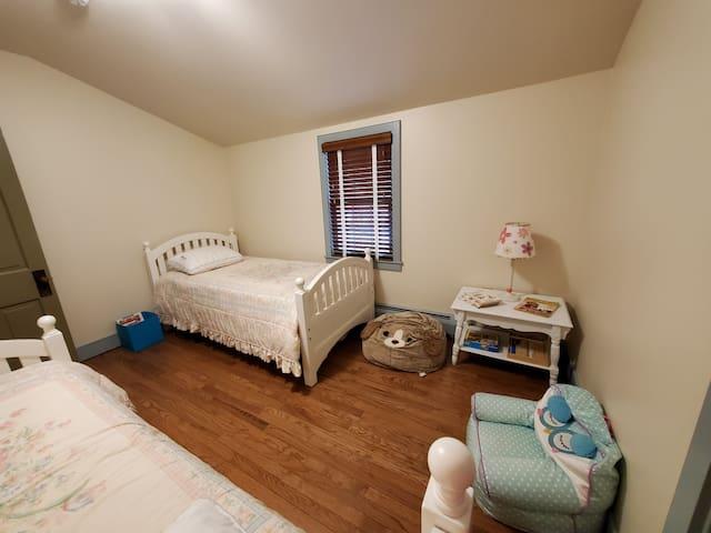 2 twin beds-2nd floor-Kids bedroom