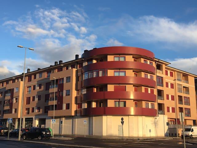 Sencillo y Cómodo en Ávila Capital. - Ávila - House