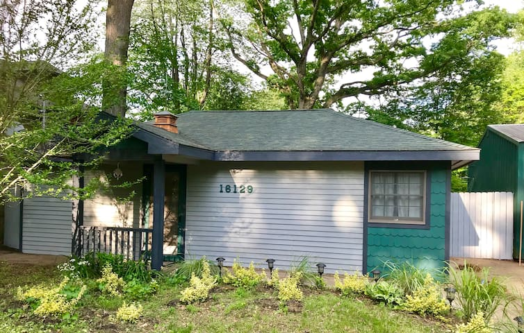 Entire cottage near Lake Michigan - Dog Friendly!