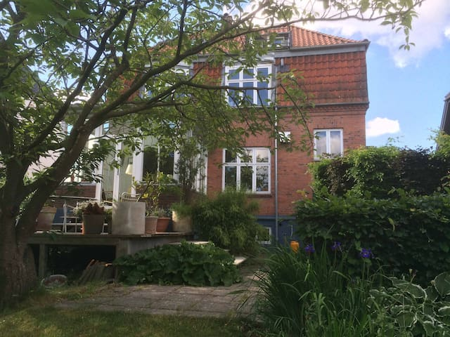 Lovely villa in the heart of Odense - Odense - Villa