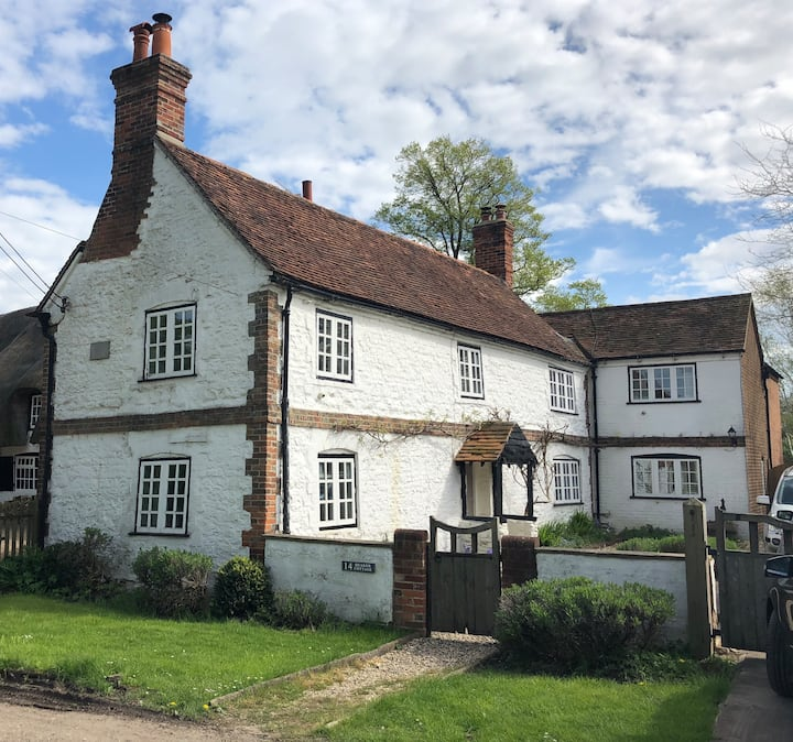 Beautiful 17th Century Cottage on village green