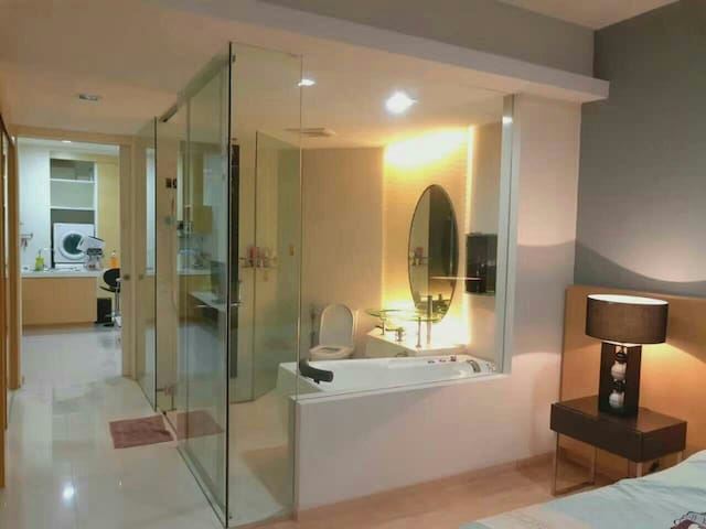 CozyStudio with stunning KL City view. MRT.Jacuzzi