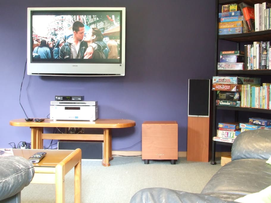 Movie Lounge with 400+ DVD's