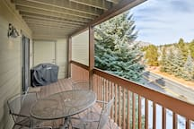 The private deck provides outdoor furniture, a gas grill and amazing views!