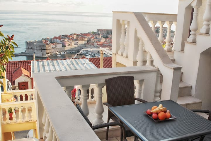 Dubrovnik Old Town & Sea View Apartment No.4