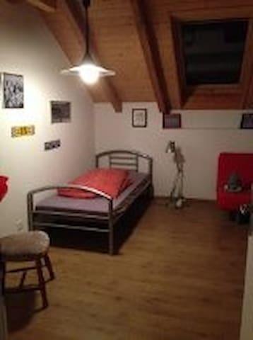 Gästezimmer auch für längere Zeit - Niedermuhlern - Casa