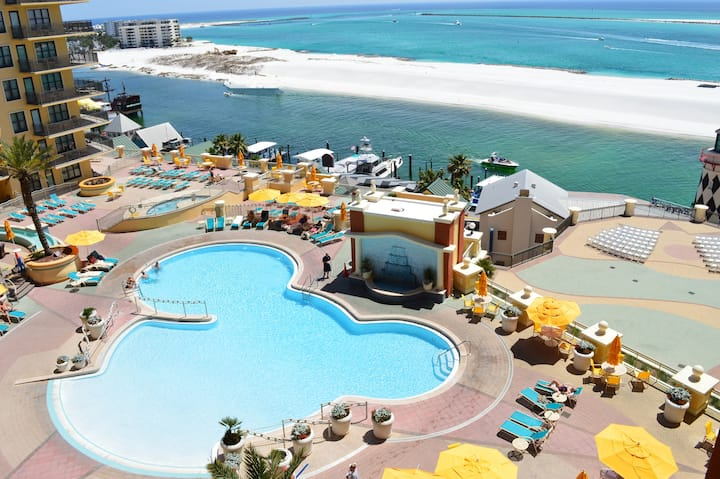 Emerald Grande 623 Pool, Harbor, Gulf View!